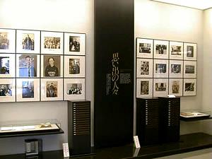 金田一京助記念室「思い出の人々」コーナーの写真